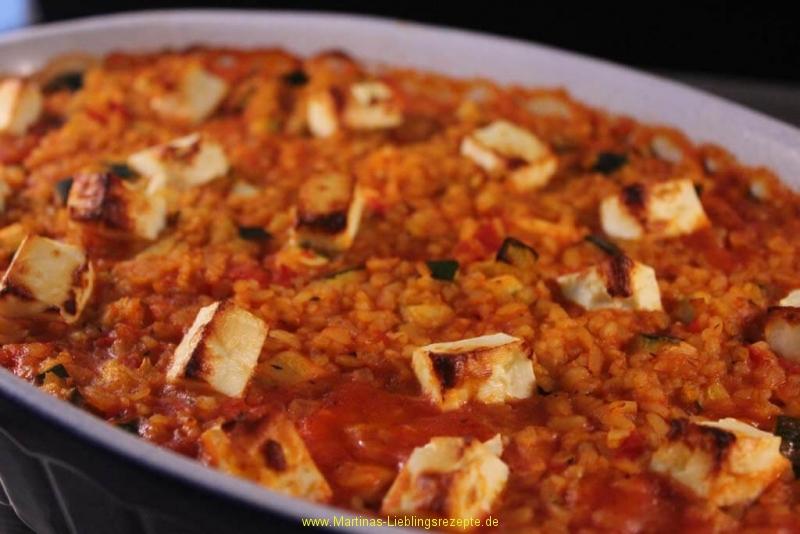 Vegetarischer Bulgur-Schafskäse-Tomaten-Zucchini-Auflauf