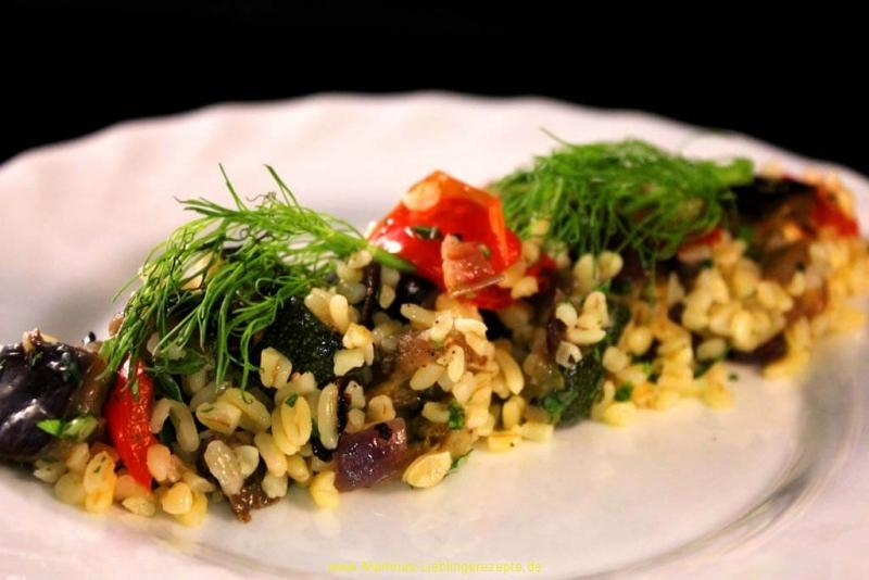 Bulgursalat mit gebratenem Gemüse aus dem Ofen