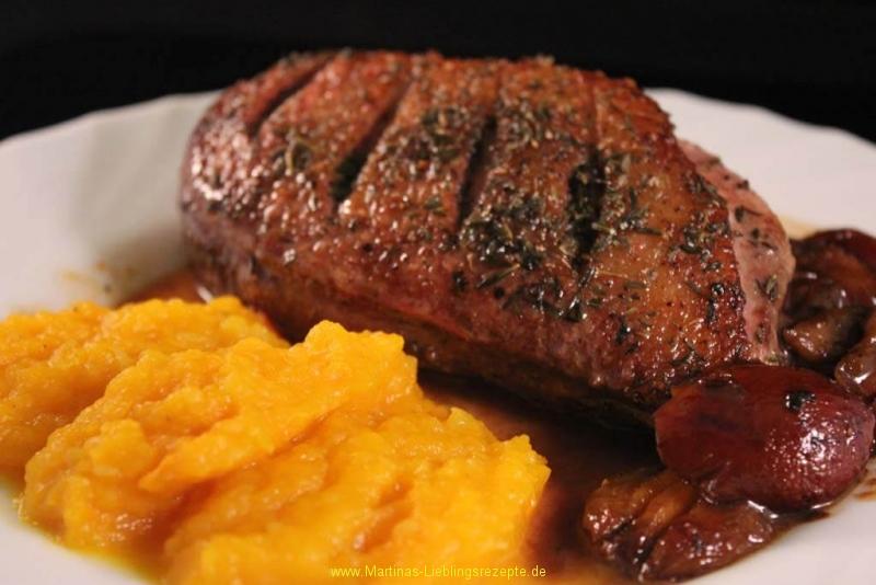 Entenbrustfilets mit Kürbis-Kartoffelstampf und Pflaumen-Sake-Sauce