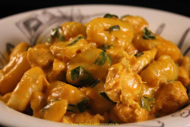 Gnocchi mit Currysauce und Hähnchenbrust