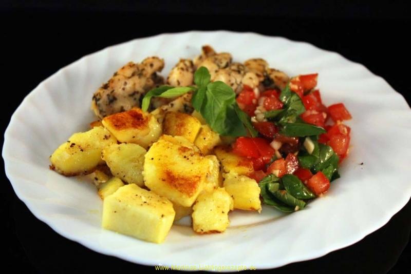 Hähnchenbrustgeschnetzeltes mit Bruschetta und Bratkartoffeln