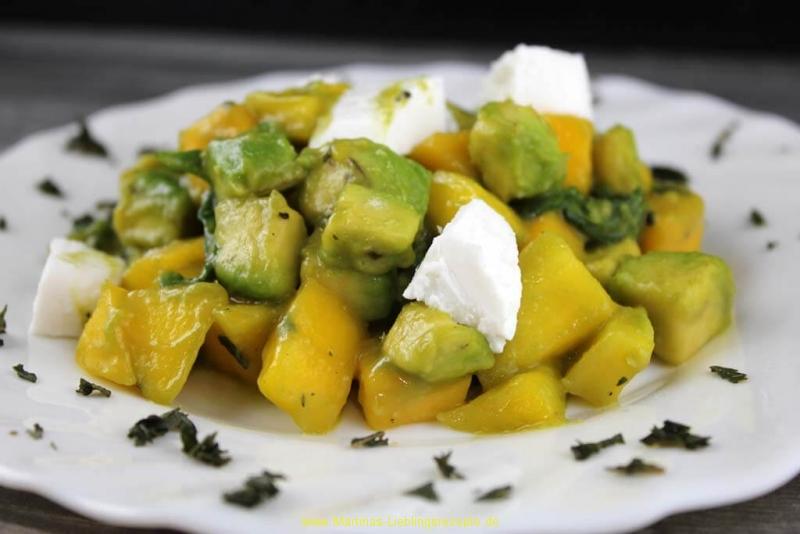 Mango-Avocado-Rucola Salat mit Ziegenfrischkäse
