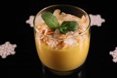 Mangoträumchen mit Kokos-Flaks