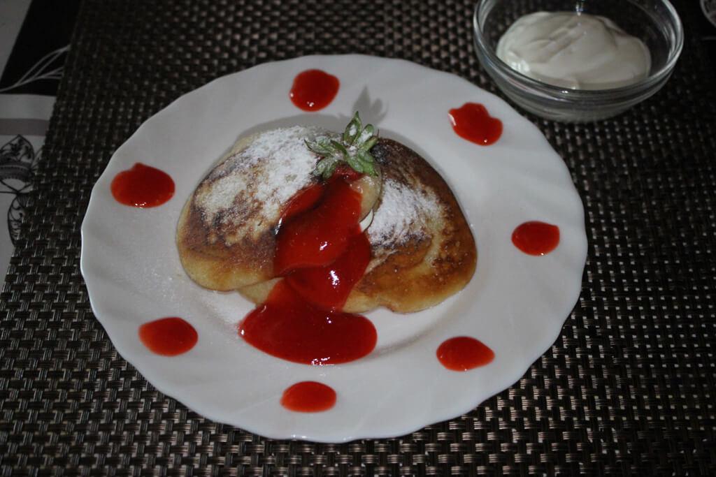 Pfannkuchen aus Sauerrahm mit Erdbeeren