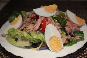 Gemischter Salat mit Sardellenvinaigrette