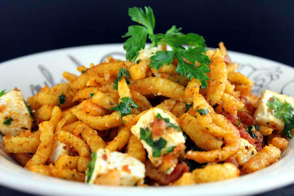 Spätzle mit Speck und Pesto Rosso