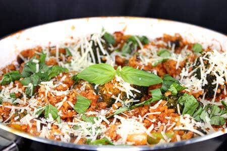 Foto zum Rezept: Gemüsepfanne mit Bulgur und Parmesan auf www.martinas-lieblingsrezepte.de