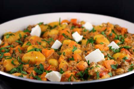 Foto zum Rezept: Gnocchi-Pfanne mit Hack auf www.martinas-lieblingsrezepte.de