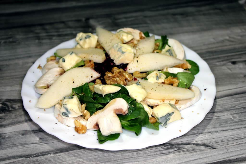 Bunter Salat mit Birne