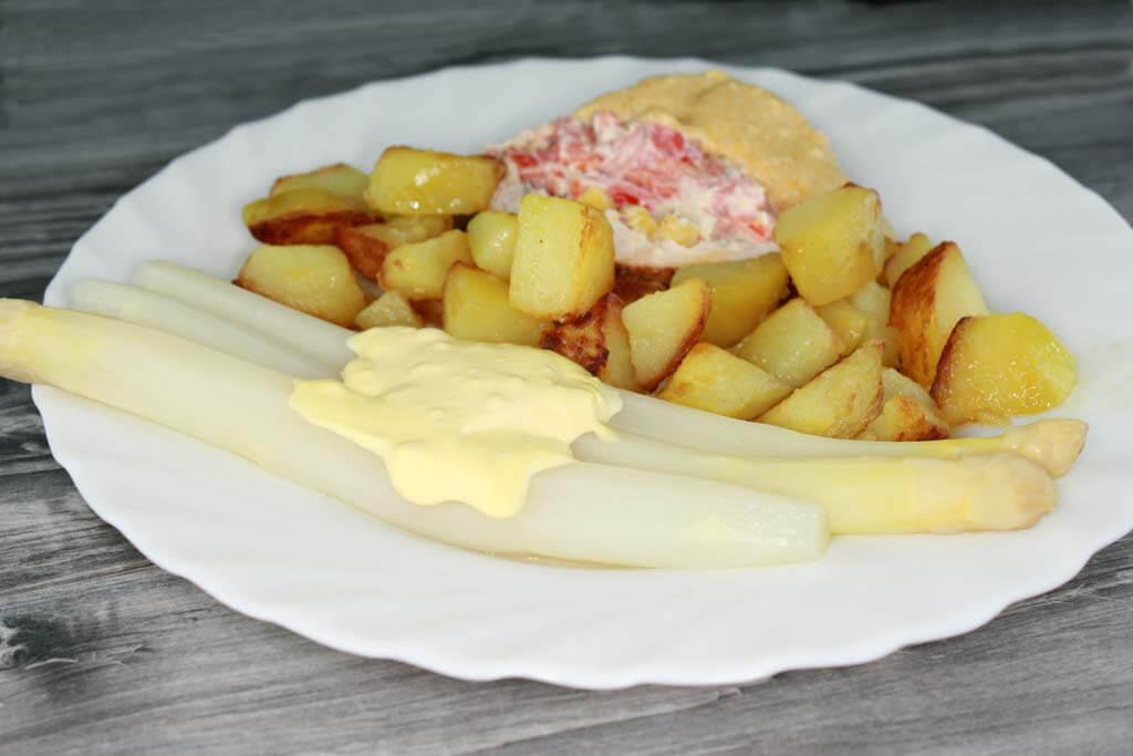 Gefüllter Putenbraten mit Spargel und Bratkartoffeln