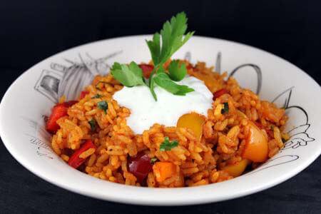 Foto zum Rezept: Reispfanne mit Paprika und Joghurtsauce auf www.martinas-lieblingsrezepte.de