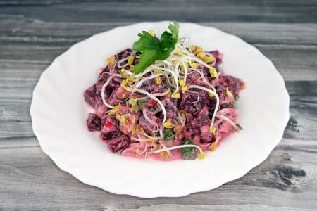 Foto zum Rezept: Rote Beete Salat mit Sprossen auf www. martinas-lieblingsrezepte.de
