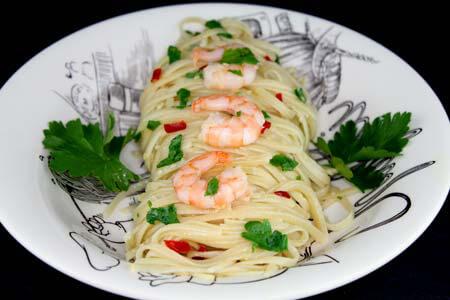 Foto zum Rezept: Spaghetti Aglio e Olio mit Garnelen und Chili auf www.martinas-lieblingsrezepte.de