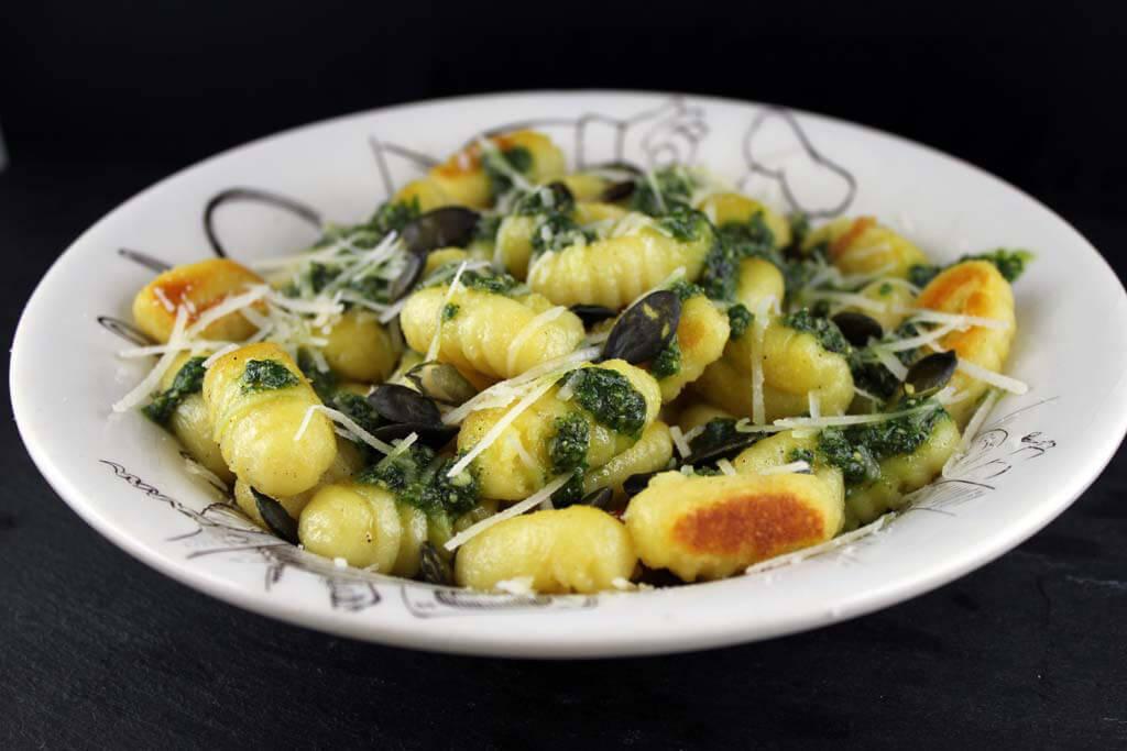Foto zum Rezept: Gnocchi mit selbstgemachtem Kürbiskernpesto auf www.martinas-lieblingsrezepte.de