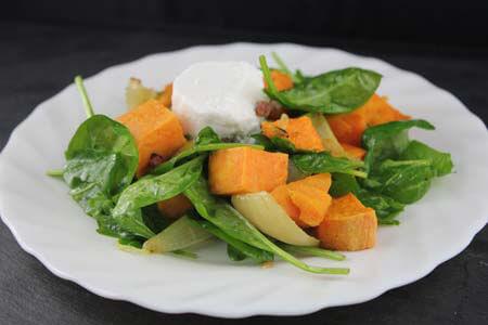 Foto zum Rezept: Süßkartoffelsalat mit Spinat und Ziegenfrischkäse auf www.martinas-lieblingsrezepte.de