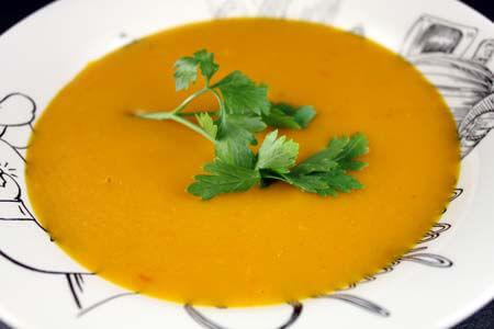Foto zum Rezept: Kürbissuppe mit Mango und Chili auf www.martinas-lieblingsrezepte.de