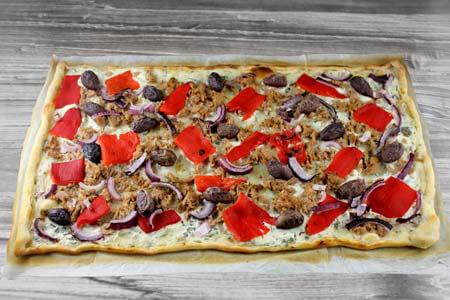 Foto zum Rezept: Martina´s Thunfisch-Flammkuchen auf www.martinas-lieblingsrezepte.de