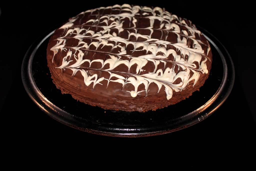 Marzipan-Vanillekuchen mit Schokoguss