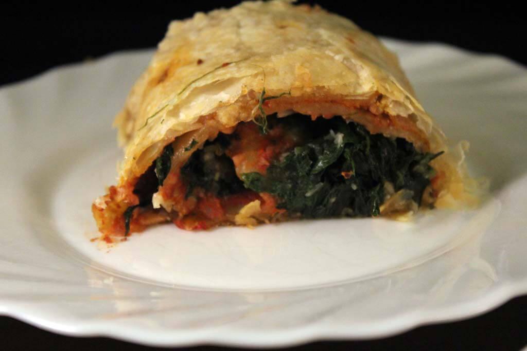 Foto zum Rezept: Strudel mit Walnuss-Tomatenpesto und Spinat auf www.martinas-lieblingsrezepte.de