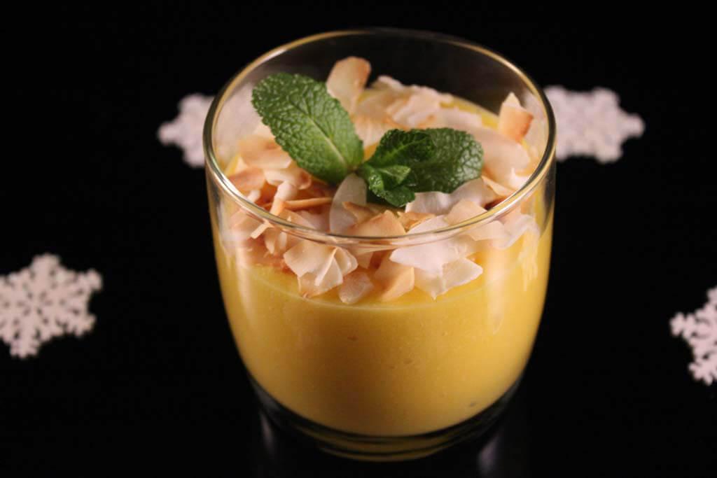 Foto zum Rezept: Mangoträumchen mit Kokos-Flaks auf www.martinas-lieblingsrezepte.de