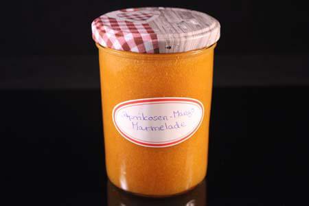 Foto zum Rezept: Aprikosen-Mango Marmelade auf www.martinas-lieblingsrezepte.de