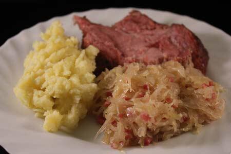 Foto zum Rezept: Kassler-Nackenbraten mit Ananassauerkraut und Kartoffelstampf auf www.martinas-lieblingsrezepte.de