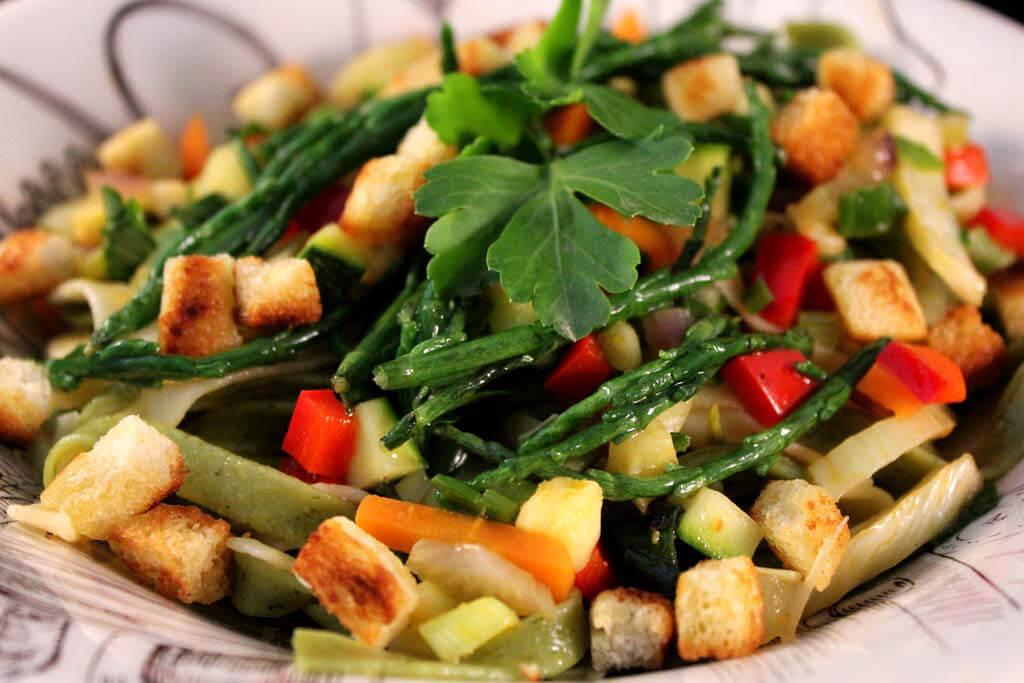 Foto zum Rezept: Bandnudeln mit buntem Gemüse und Salicorners auf www.martinas-lieblingsrezepte.de