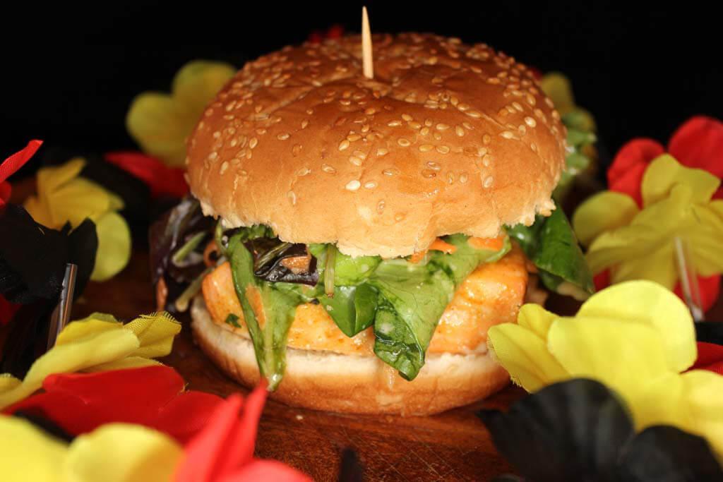 Foto zum Rezept: Einfacher Lachsburger auf www.martinas-lieblingsrezepte.de