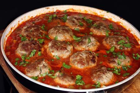 Foto zum Rezept: Spanische Hackfleischbällchen in pikanter Sauce auf www.martinas-lieblingsrezepte.de