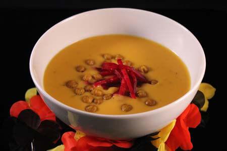 Foto zum Rezept: Süßkartoffel-Limettensuppe mit Rote Bete Relish auf www.martinas-lieblingsrezepte.de