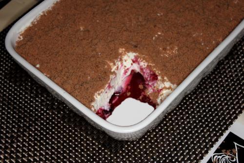 Dessert aus Quark und Beeren