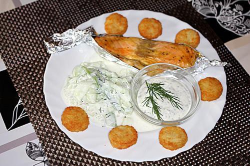 Lachsfilet mit Honig-Senf Marinade und Kräuterdip